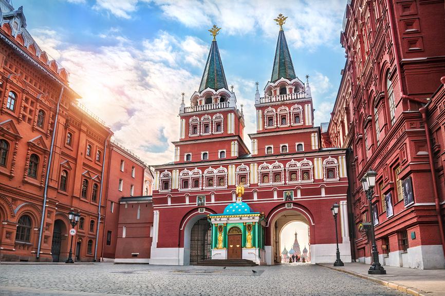 Воскресенские ворота Московского Кремля The Resurrection Gate of the Moscow Kremlin © Baturina Yuliya / Фотобанк Лори