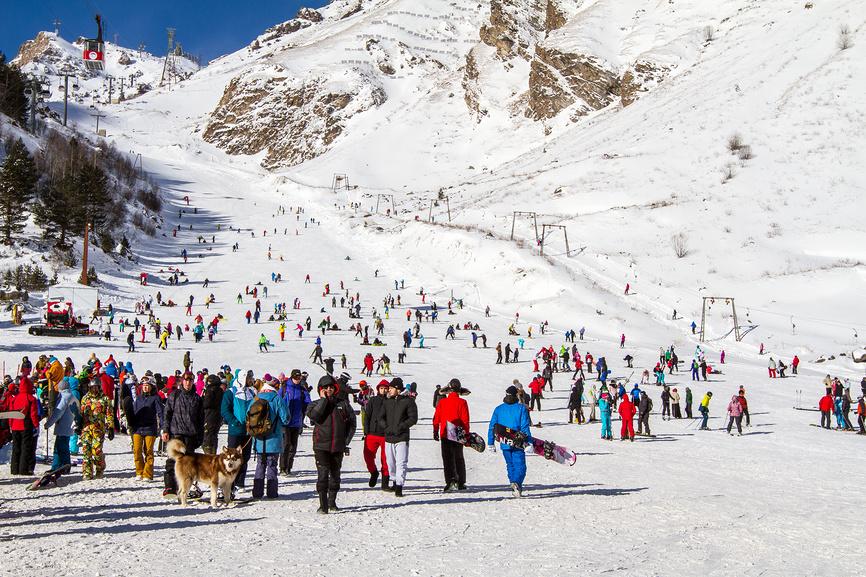 Приэльбрусье, горнолыжный склон в сезон © Екатерина Брудная-Челядинова / Фотобанк Лори