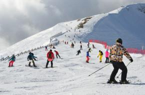 Зимние виды спорта. Катание на горных лыжах и сноуборде в Красной Поляне, Сочи © Овчинникова Ирина / Фотобанк Лори