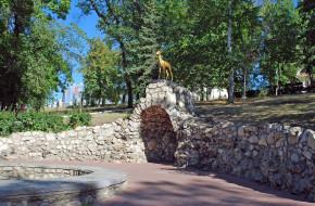 Символ Самары — коза в Струковском саду над гротом. Самара © Глазков Владимир / Фотобанк Лори