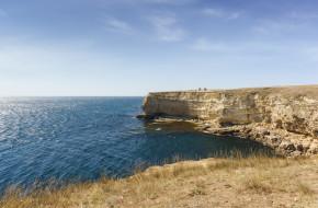Крутые берега мыса Тарханкут. Лаконичная красота природы западного Крыма © Наталья Гармашева / Фотобанк Лори