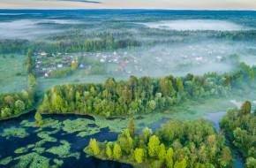 Вид сверху на разлив реки Шуя в начале лета. Деревня Виданы. Карелия © Сергей Цепек / Фотобанк Лори