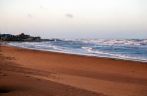 Каспийское море и пляж на закате. Дербент. Республика Дагестан © Сергей Афанасьев / Фотобанк Лори
