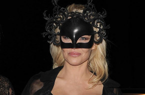 Pamela Anderson arriving at Morton's club, wearing a black latex outfit, which made her look like Catwoman.  5 December 2017.  Please byline: Will/Vantagenews.com