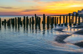 Волнорез балтийского пляжа города Зеленоградска, Калининградской области © Sergei Gushchin / Фотобанк Лори