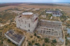 На заброшенной Крымской АЭС. Вид с сверху. Крым © Геннадий Соловьев / Фотобанк Лори