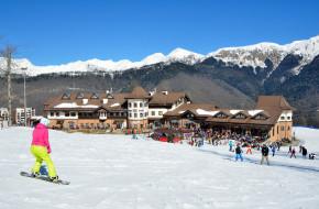 Сочи, горнолыжный курорт Роза Хутор. Девушка катается на сноуборде © Овчинникова Ирина / Фотобанк Лори