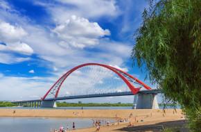 Вид на реку Обь, Бугринский мост и пляж. Новосибирск, Сибирь, Россия © Евгений Мухортов / Фотобанк Лори