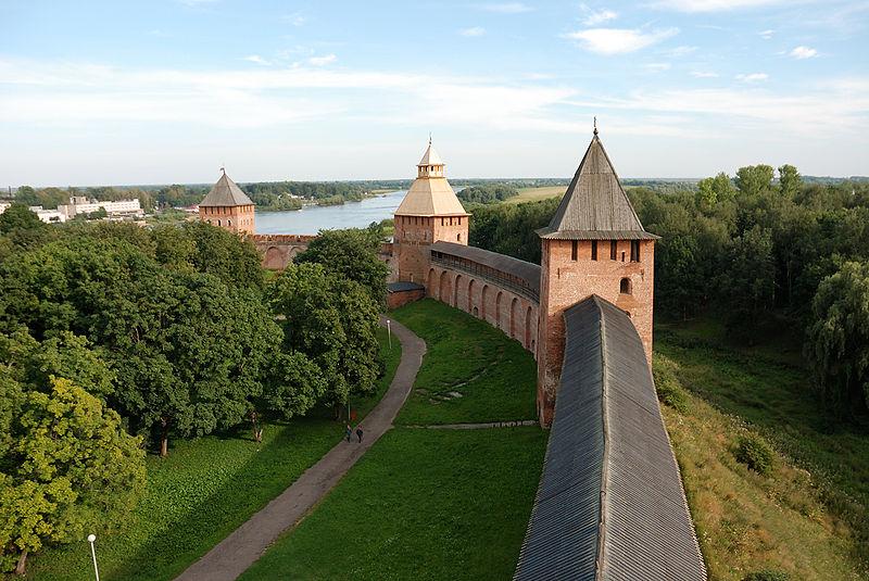 800px-Velikiy_Novgorod_Detinets_08