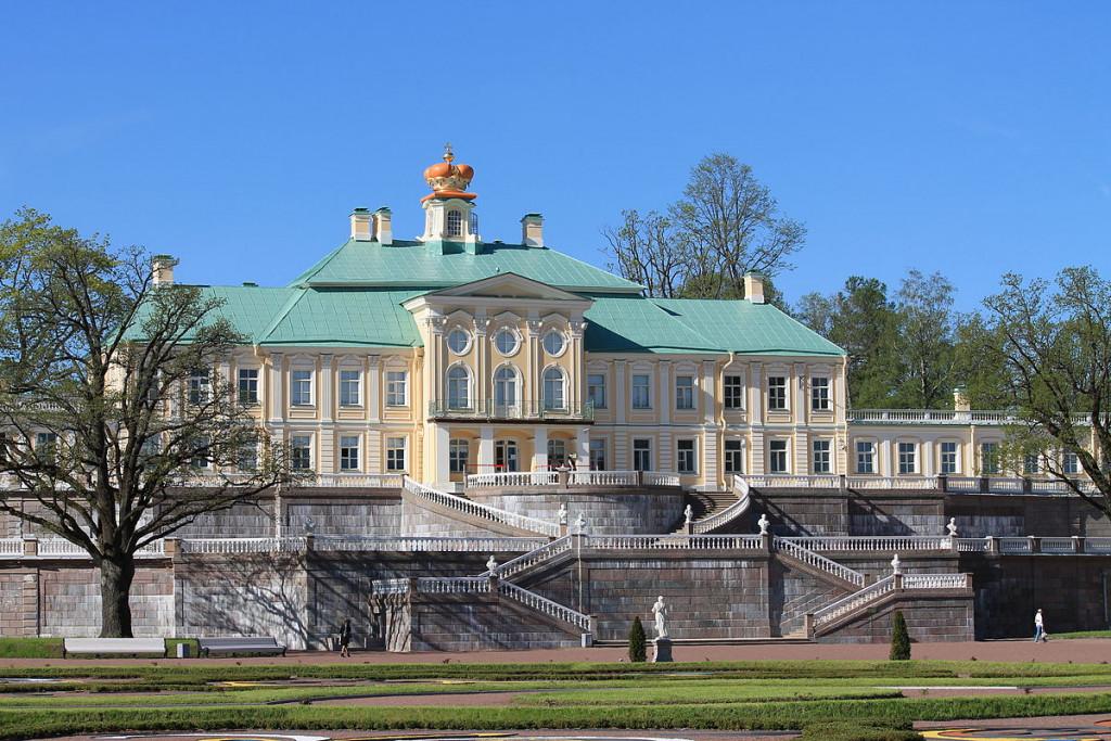 1200px-Menshikov_palace_Oranienbaum
