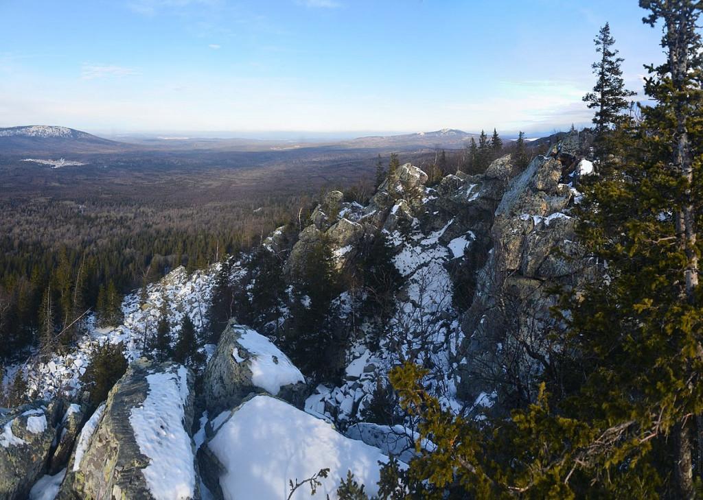 1200px-Rocks_at_Bolshaya_Kalagaza_peak_b248-b251
