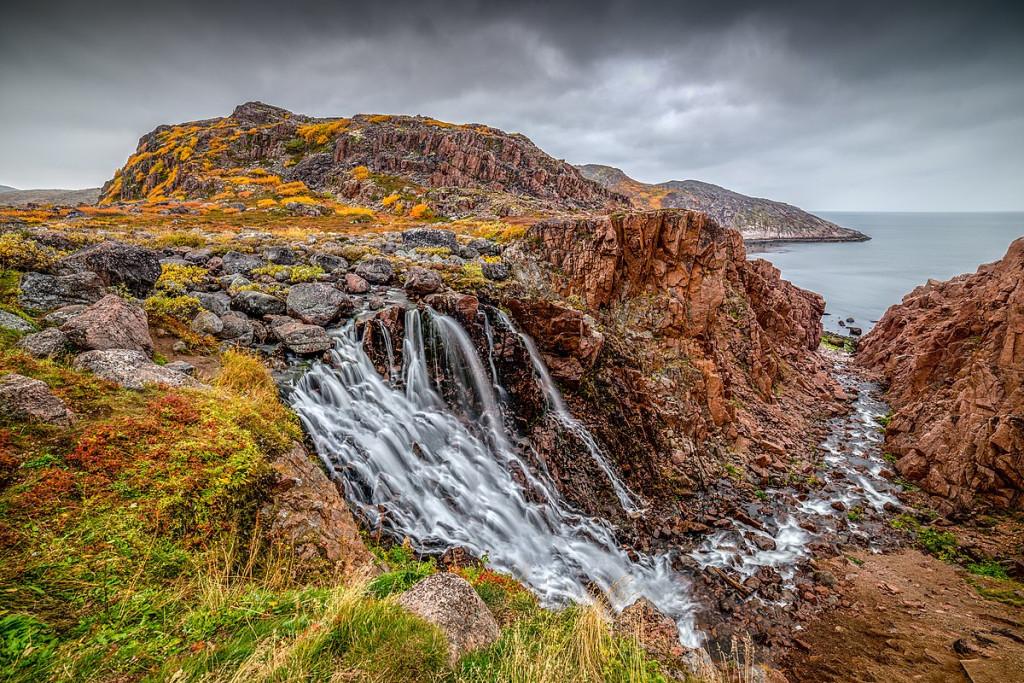 Waterfall in Teriberka in autumn