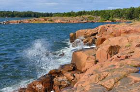 Waves of Baltic Sea and rocky coast of Aland Islands © Валерия Попова / Фотобанк Лори