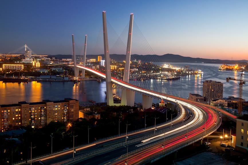 Панорама вечернего Владивостока © Наталья Волкова / Фотобанк Лори