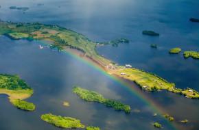 Радуга над островом Кижи в Карелии. Летний день. Аэрофотосъемка © Сергей Цепек / Фотобанк Лори