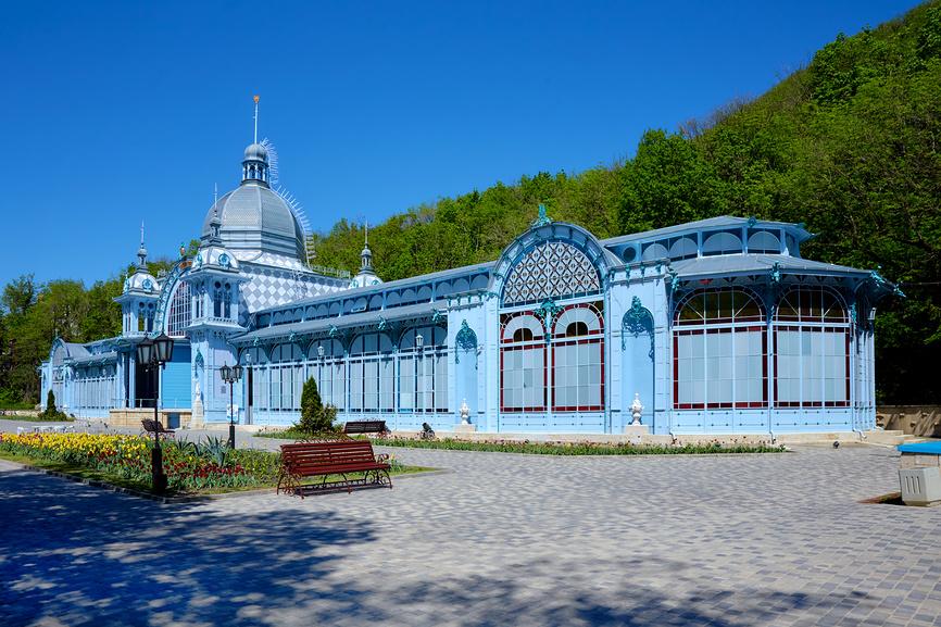 Железноводск. Городской парк. Пушкинская галерея. Май © Николай Николенко / Фотобанк Лори