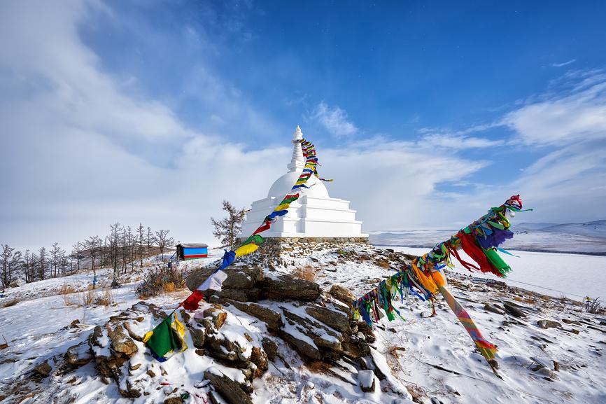Буддийская ступа на острове Огой. Иркутская область. Байкал.