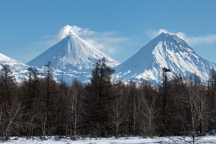 Вулкан Ключевская сопка и вулкан Камень на Камчатке