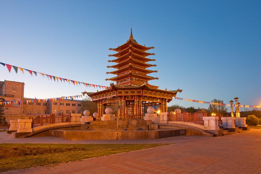 Республика Калмыкия. Элиста. Пагода Семи дней. Ночной вид