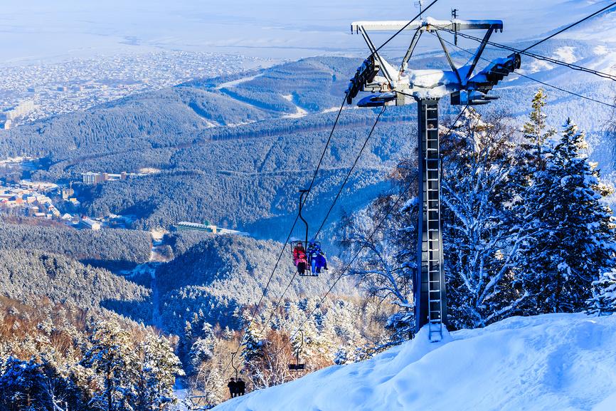 Канатная дорога на гору Церковка. Курорт Белокуриха, Алтай, Россия © Николай Коржов / Фотобанк Лори