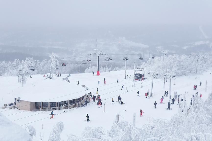 Верхняя станция горнолыжного курорта Губаха © Евгений Харитонов / Фотобанк Лори